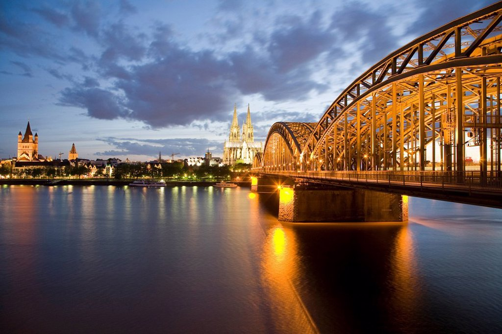 Germany, Cologne, Hohenzollern bridge and Cologne Cathedral, City view : Stock Photo