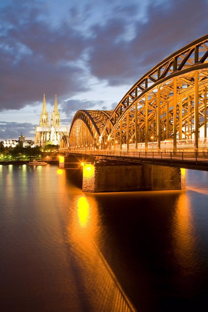 Stock Photo: 1815R-62568 Germany, Cologne skyline at dusk