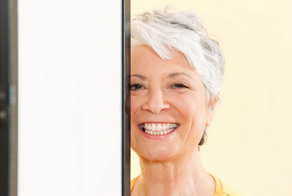 Senior woman smiling, portrait, close_up : Stock Photo