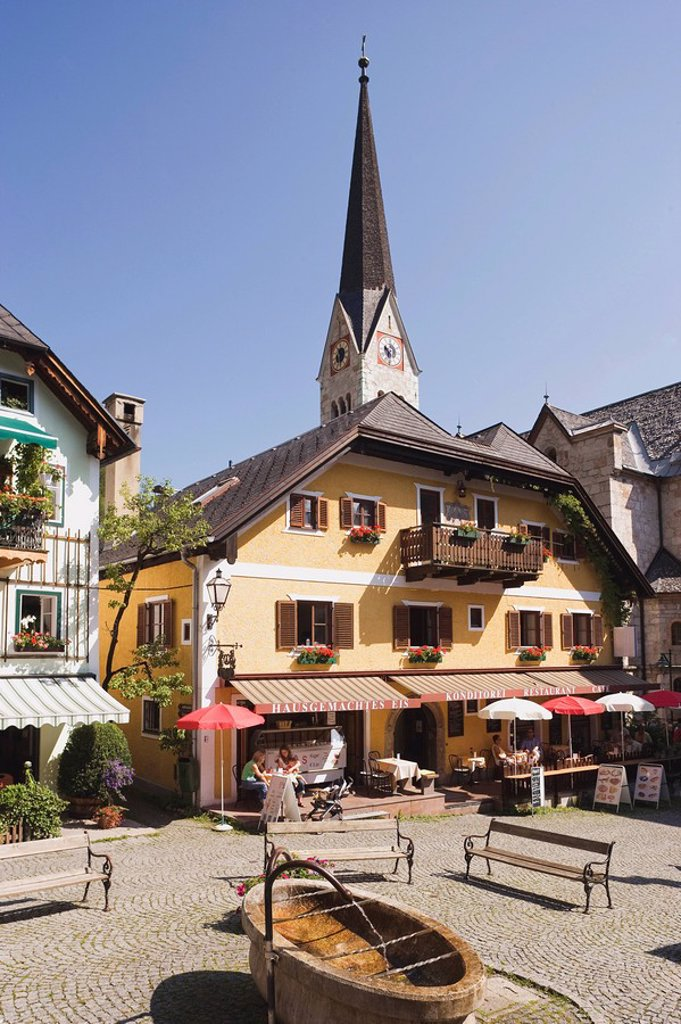 Austria, Salzkammergut, Hallstatt, Marketplace : Stock Photo