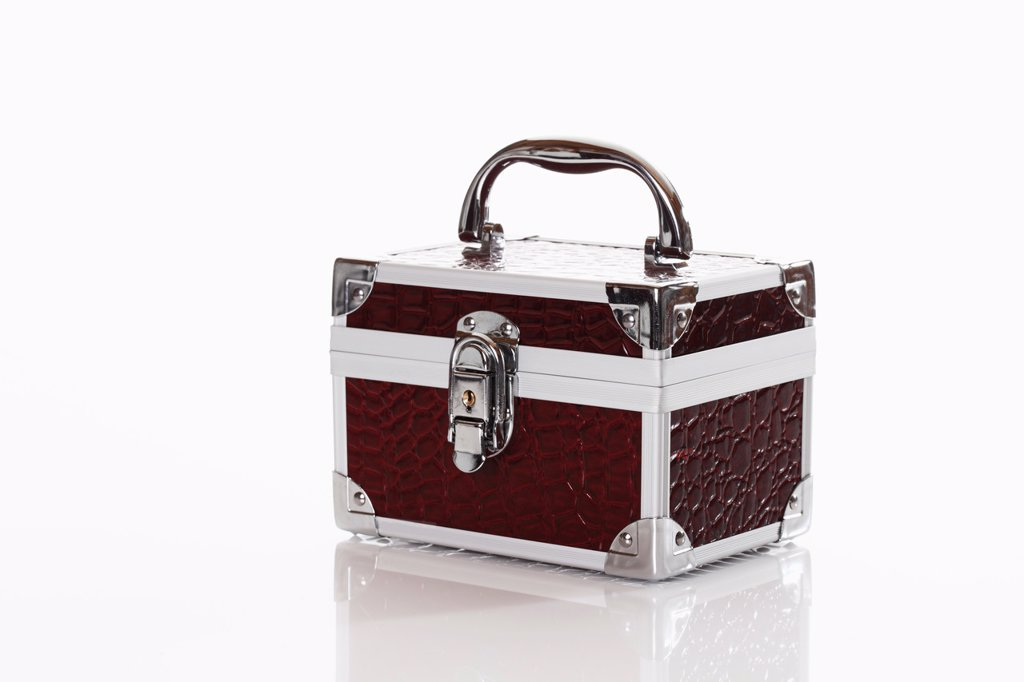 Stock Photo: 1815R-68218 Beauty case against white background