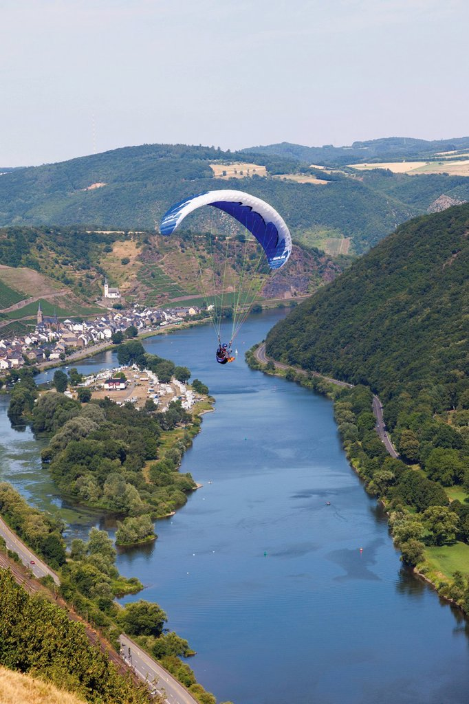 Stock Photo: 1815R-75210 Germany, Moselle, Hatzenport, Person parachuting over village