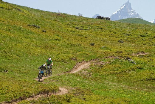 France, Porte du Soleil, Savoien, Mountainbikers riding bike in funpark : Stock Photo