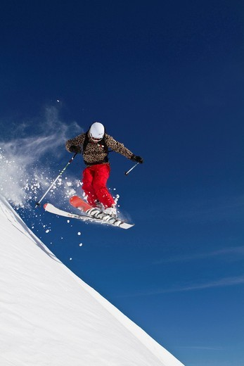 Austria, Kaprun, Kitzsteinhorn, Man skiing in mid air : Stock Photo