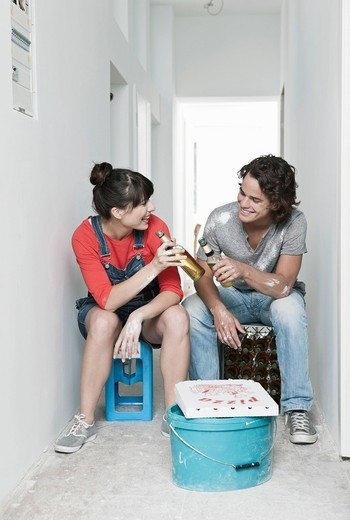 Stock Photo: 1815R-76955 Germany, Cologne, Young couple having lunch break in renovating apartment