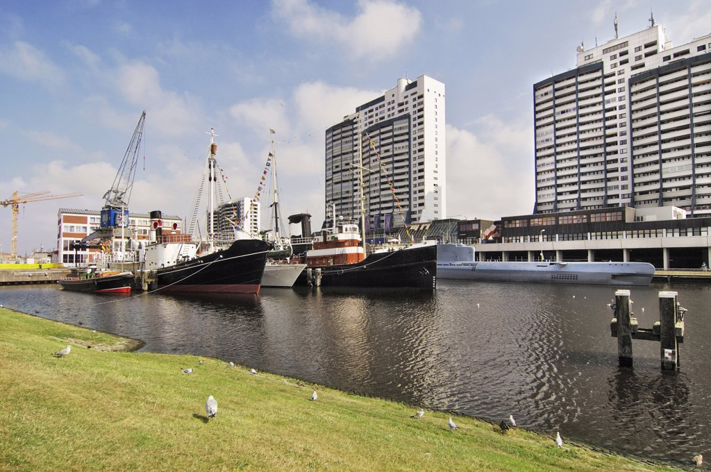 Germany, Bremerhaven, Worpswede, ships and high rises : Stock Photo