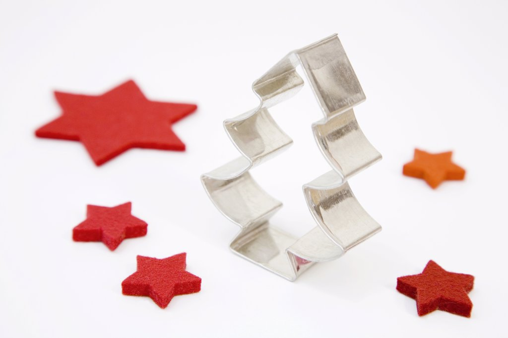 Tree-shaped cookie cutter and red felt stars : Stock Photo