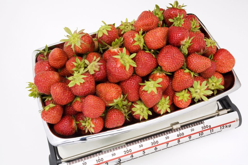 Stock Photo: 1815R-8511 Strawberries on kitchen scale