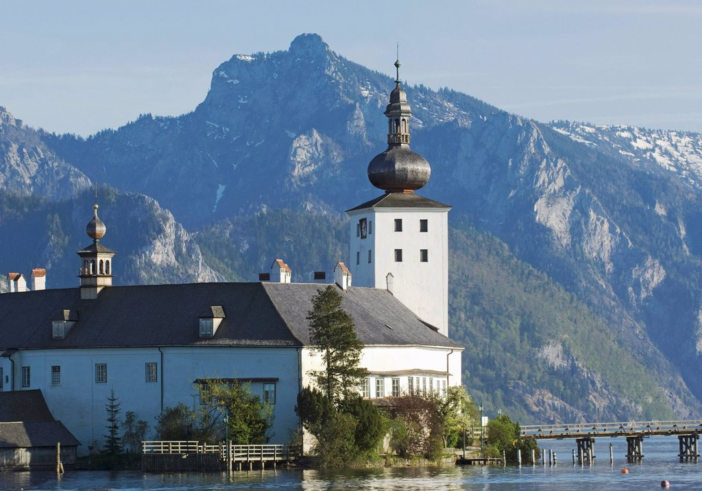 Upper Austria, View of schloss ort castle at traunsee lake : Stock Photo