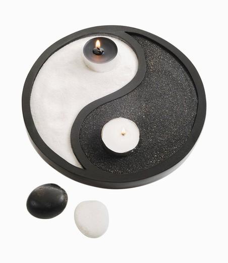 Stock Photo: 1815R-85970 Yin Yang symbol on white background