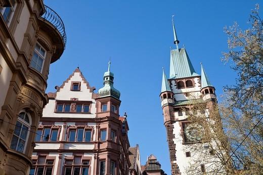 Deutschland, Baden_Wurttemberg, Black Forest, Freiburg im Breisgau, Kaiser_Joseph_Strasse, View of Martinstor building with houses and old city gate : Stock Photo