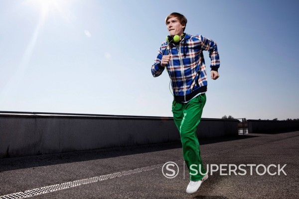 Stock Photo: 1815R-94569 Germany, Bavaria, Munich, Young man jogging