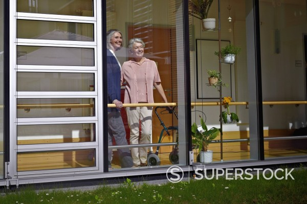 Stock Photo: 1815R-96828 Germany, Cologne, Senior women in nursing home, smiling