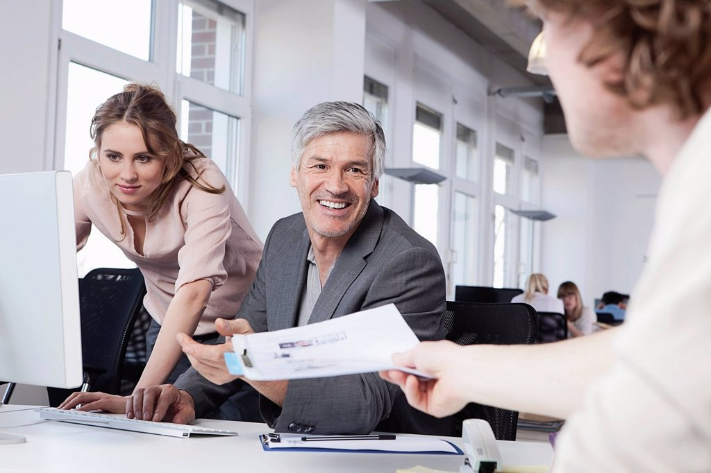 Stock Photo: 1815R-97049 Germany, Bavaria, Munich, Men and woman working in office