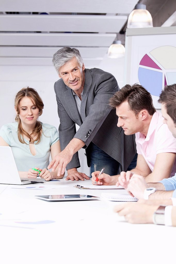 Stock Photo: 1815R-97066 Germany, Bavaria, Munich, Men and woman discussing in office
