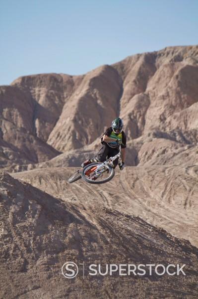 USA, California, Mountain biker jumping in air : Stock Photo