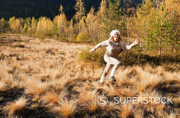 Stock Photo: 1815R-97512 Austria, Salzburg, Young woman running in autumn