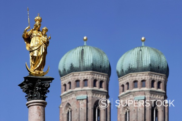 Stock Photo: 1815R-98095 Germany, Bavaria, Munich, Marian column in front of Church of Our Lady