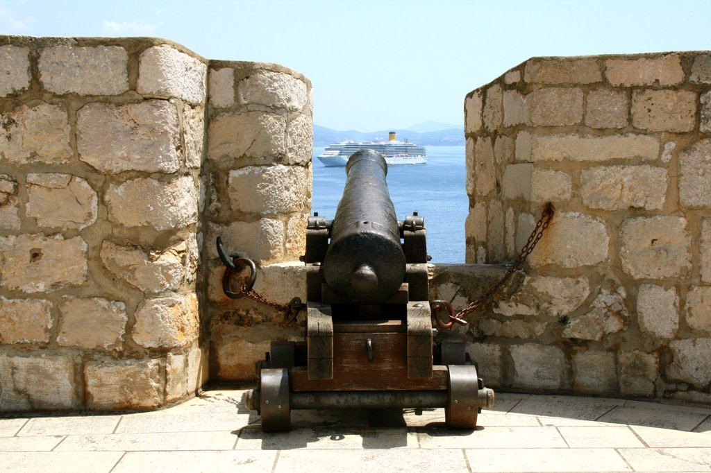 Cannon at a fort overlooking a ship in the sea, Dubrovnik, Dalmatia, Croatia : Stock Photo