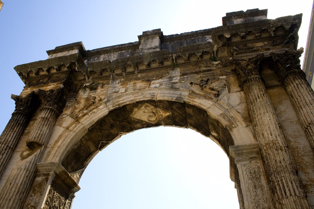 Stock Photo: 1818-251 Croatia, Istria, Pula, Low angle view of triumphal arch, Arch of Sergii