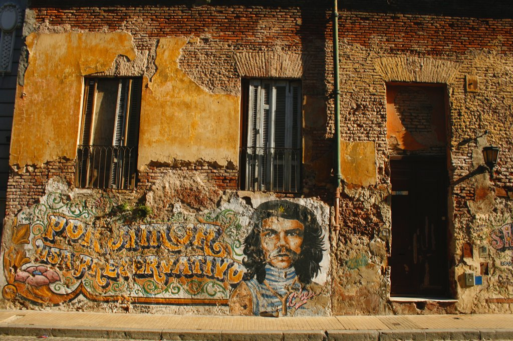 Stock Photo: 1818-334 Mural of Che Guevara on an old building, San Telmo, Buenos Aires, Argentina