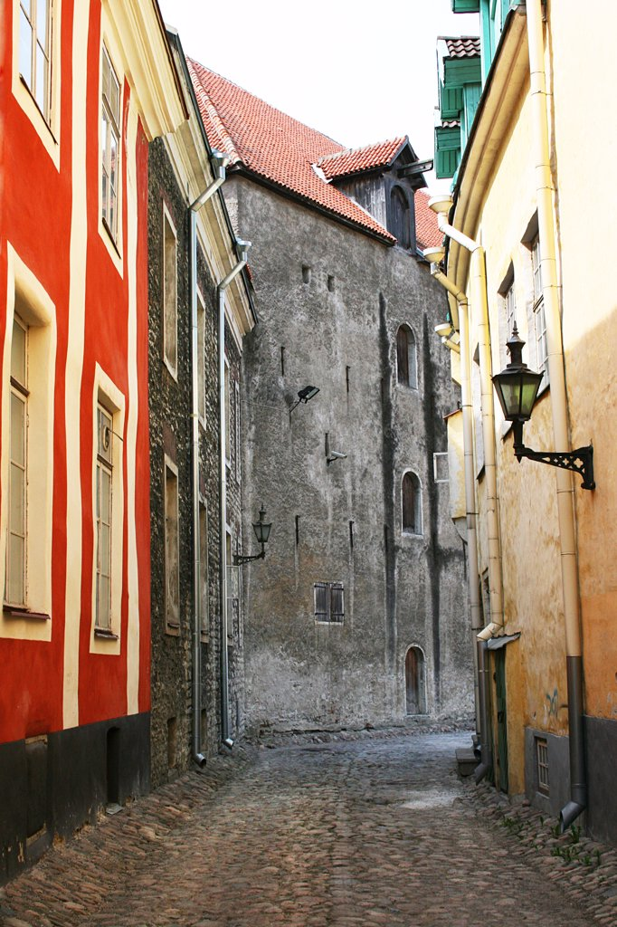Stock Photo: 1818R-416 Estonia, Talin, Cobblestone street