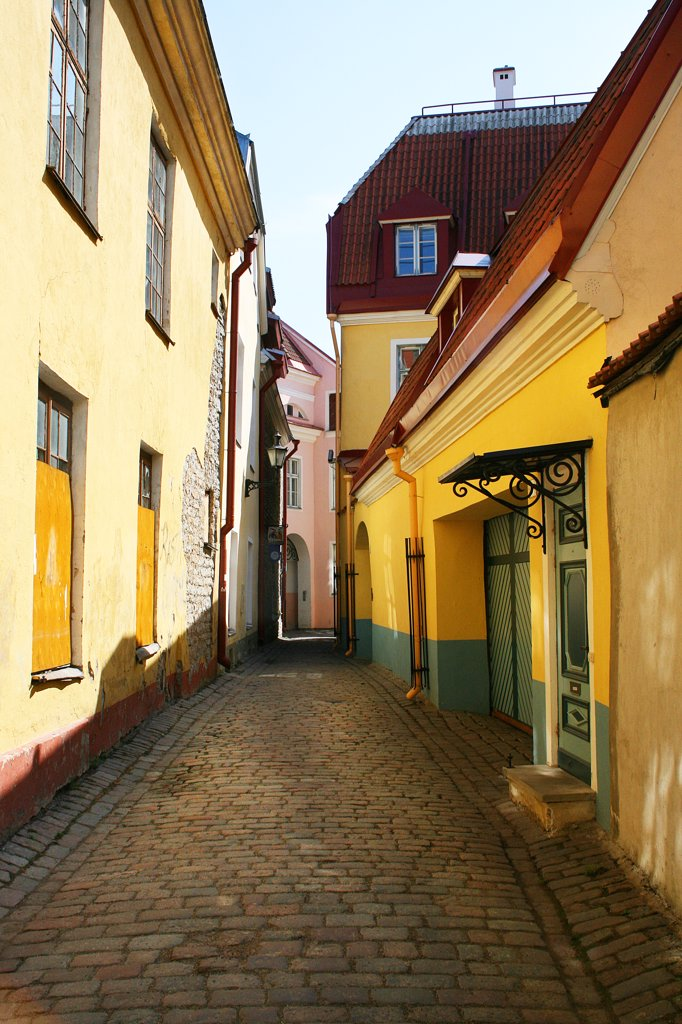 Stock Photo: 1818R-444 Estonia, Tallinn, Street in old town