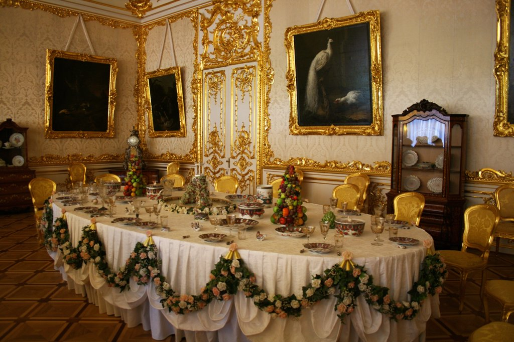 Stock Photo: 1818R-446 Russia, Tsarskoe Selo, Dining Room at Imperial Palace
