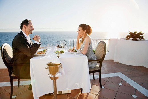 Couple dining in outdoor restaurant : Stock Photo