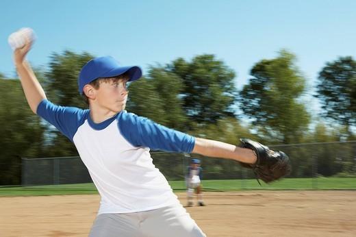 Pitcher throwing baseball : Stock Photo