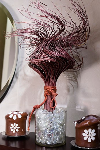 Showpieces on a table : Stock Photo