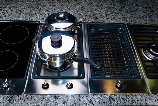 Stock Photo: 1825-3638 Saucepan on a stove
