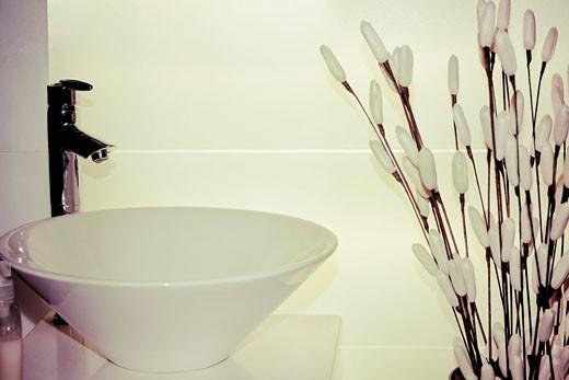 Stock Photo: 1825-4579 Washbasin in the bathroom