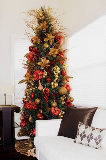Christmas tree in a living room : Stock Photo