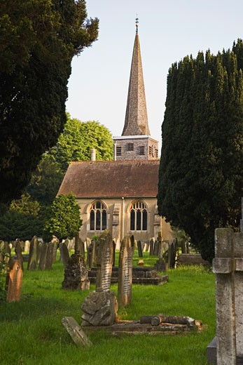 St. Bart's Church Cemetery, Horley, Surrey, England    : Stock Photo