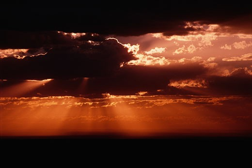 Stock Photo: 1828R-1395 Sun Rays and Clouds Arizona, USA