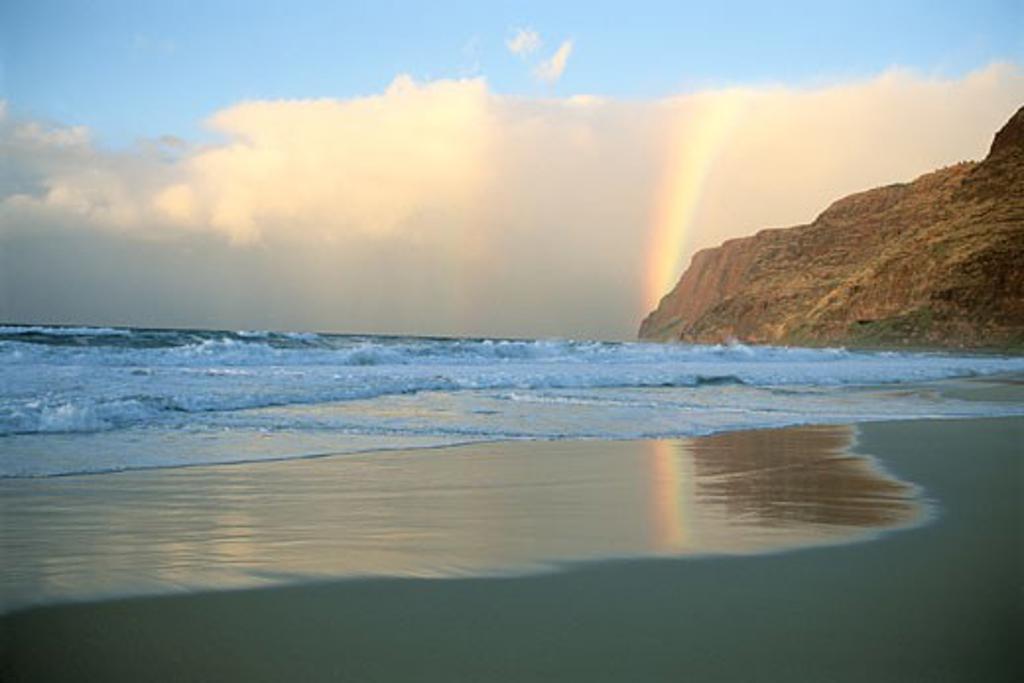 Stock Photo: 1828R-1584 Rainbow over Polihale Beach, Kuai, Hawaii, USA