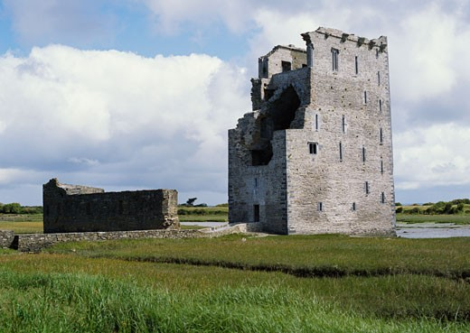 Stock Photo: 1828R-17644 Carrigafoyle Castle, Ballylongford, Ireland
