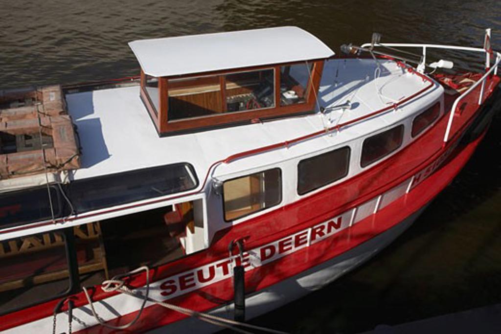 Tour Boat on Hamburg Harbour, Hamburg, Germany    : Stock Photo
