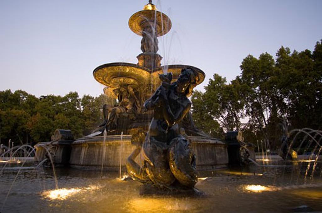 Water Fountain, Parque General San Martin, Mendoza, Argentina    : Stock Photo