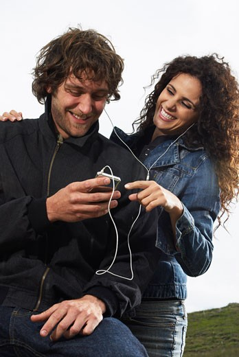 Stock Photo: 1828R-31493 Couple Listening to Mp3 Player