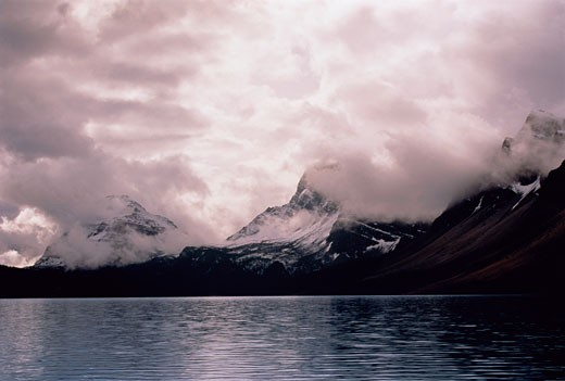 Stock Photo: 1828R-3191 Waputik Range at Bow Lake Banff National Park Alberta, Canada