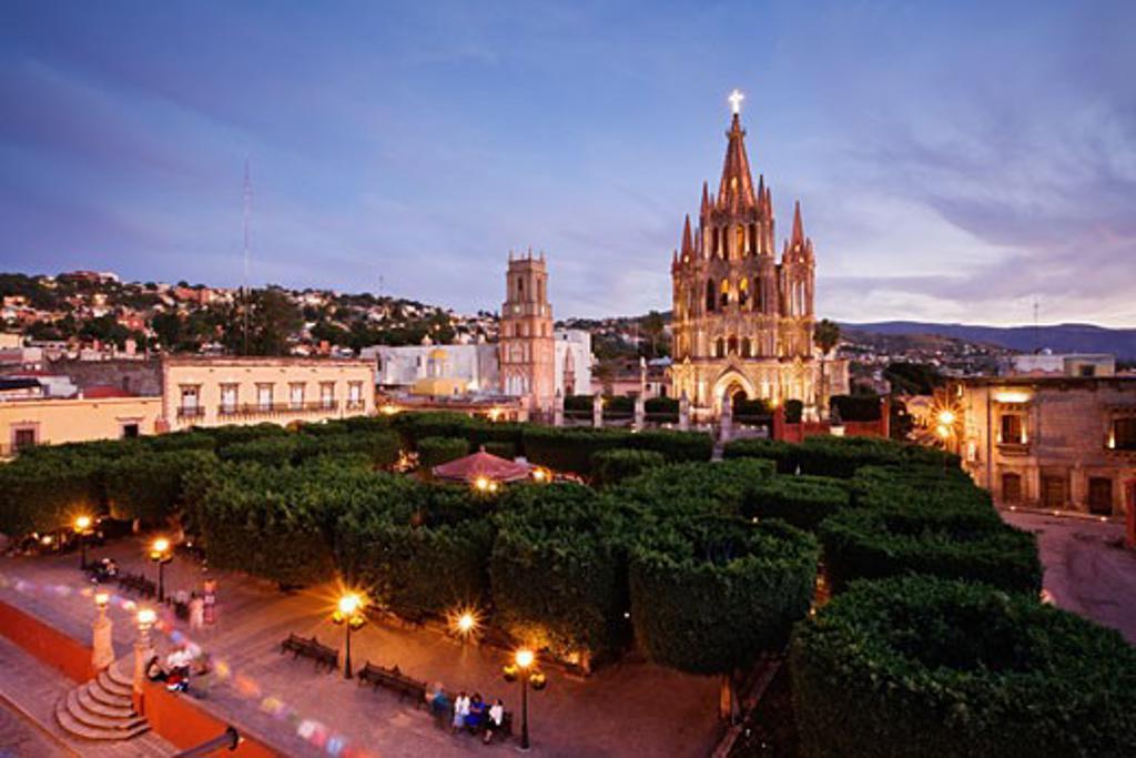 Stock Photo: 1828R-34354 San Miguel de Allende at Dusk, Mexico