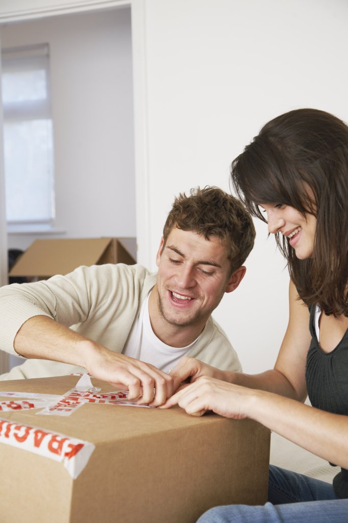 Stock Photo: 1828R-37339 Couple Packing Box in Bedroom
