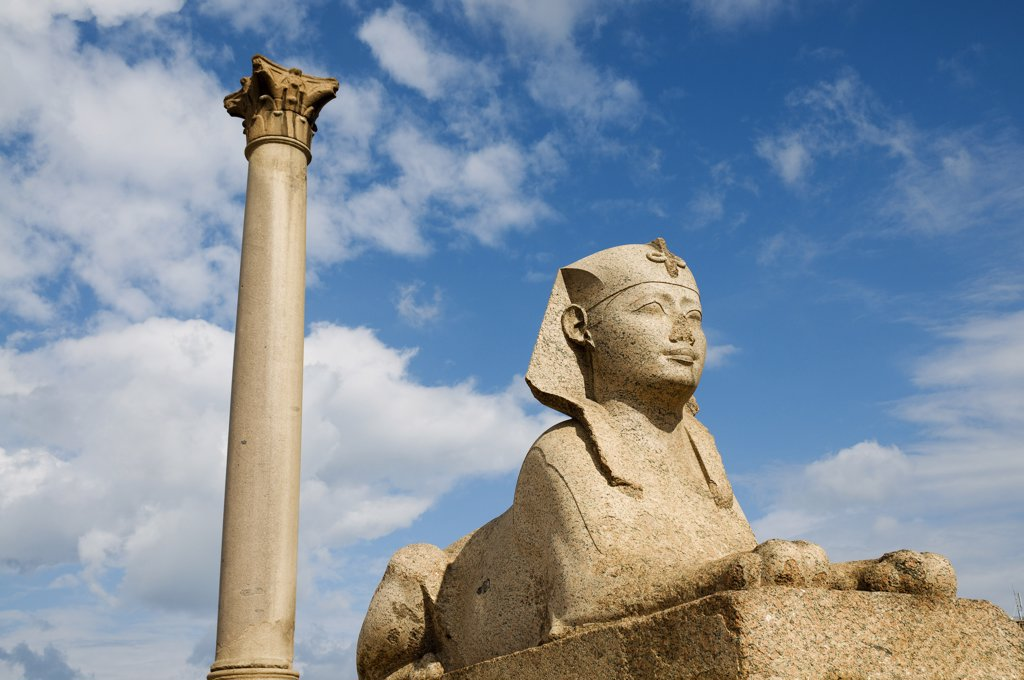 Stock Photo: 1828R-39365 Pompey's Pillar and Sphinx, Alexandria, Egypt