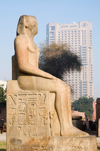 Stock Photo: 1828R-39380 Statue at the Egyptian Museum, Cairo, Egypt