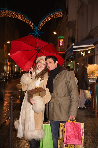 Stock Photo: 1828R-40270 Couple Christmas Shopping