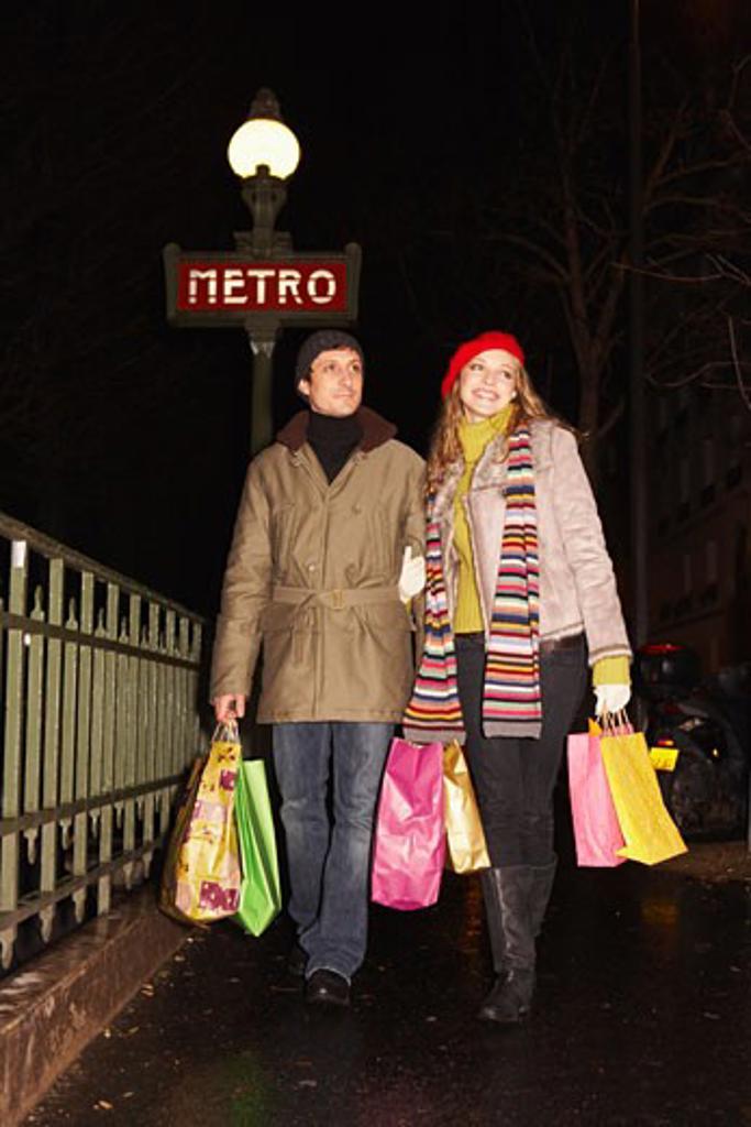 Stock Photo: 1828R-40273 Couple Christmas Shopping