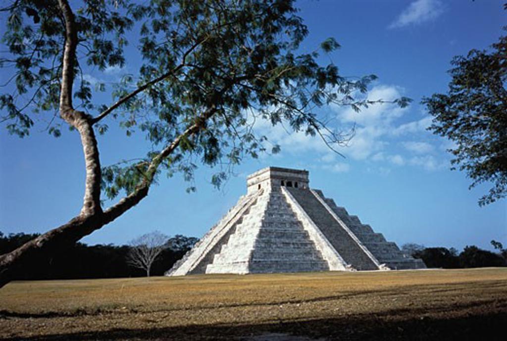 El Castillo Pyramid Yucatan, Chichen Itza, Mexico    : Stock Photo