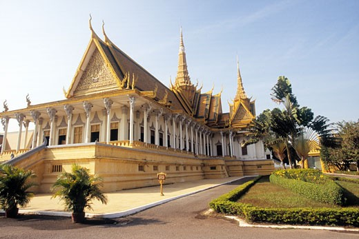 Stock Photo: 1828R-48039 Throne Hall, Phnom Penh Royal Palace, Phnom Penh, Cambodia
